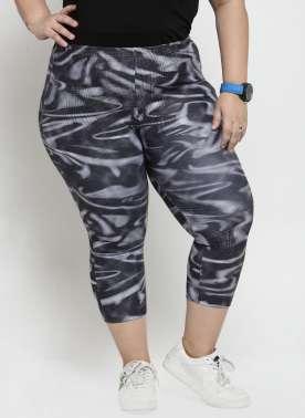 Women Black Printed Regular Fit Capris
