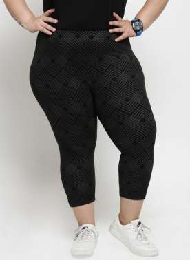 Women Black Printed Regular Fit Capris
