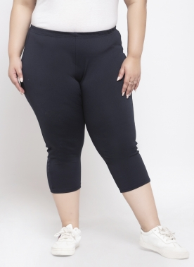 Women Black Solid Regular Fit Capris